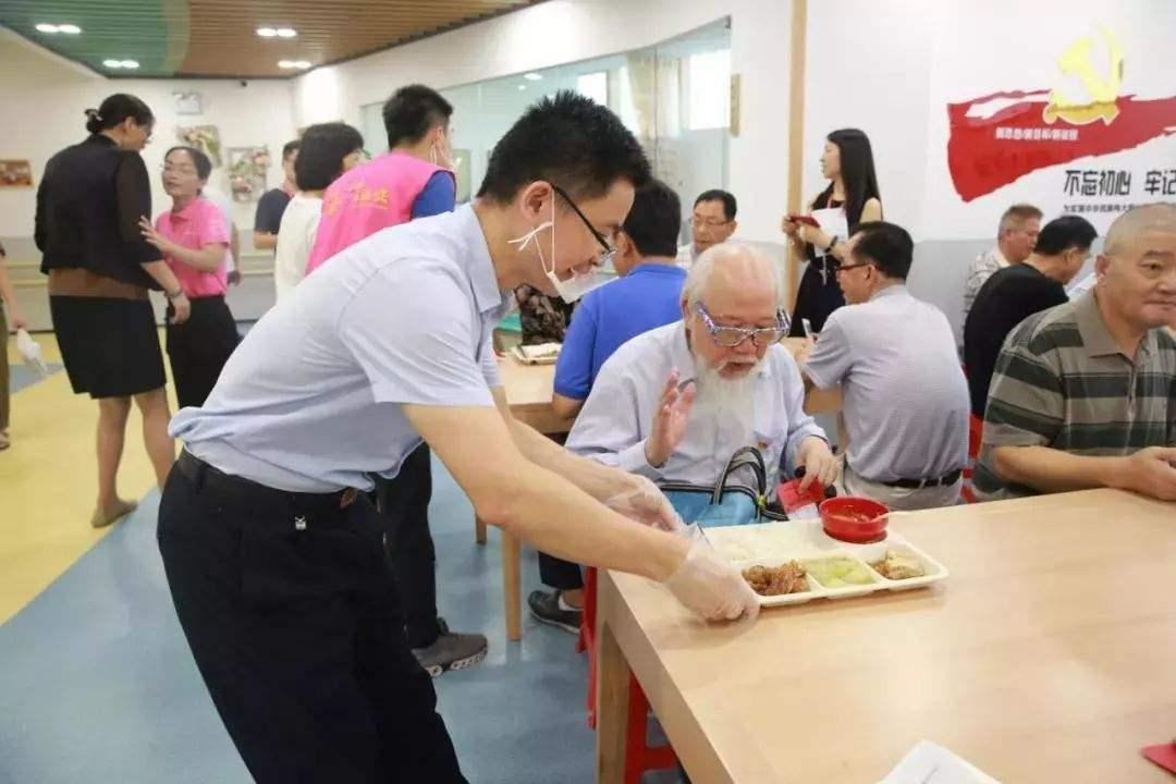 《天津市人民政府办公厅印发关于推进老年人助餐服务工作试行办法